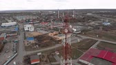 telecomunicações : Flying around the communications tower. Aerial footage from a copter Vídeos
