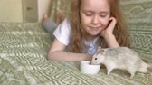 sıçan : baby girl playing with a rat