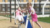engagé : Teenager girl on the open site with exercise equipment. healthy lifestyle Vidéos Libres De Droits