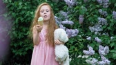 softeis : Little girl eats ice cream outdoors. Summer Stock Footage