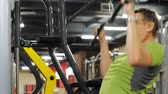 бицепс : The overweight man shares the upper block in the gym. Fitness. Healthy lifestyle. Стоковые видеозаписи