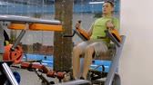 mide : Fat mature man doing leg rises in the gym. Fitness Healthy lifestyle