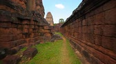 cantaria : Video FullHD - Strolling very closely along the inside face of an old wall of hand-cut sandstone blocks at Angkor Wat temple near Siem Reap. Cambodia. Vídeos