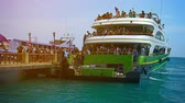 nakládané : PHI PHI ISLAND. THAILAND - CIRCA FEB 2015: Crowd of Tourists Disembarking from a Large Tour Boat at Phi Phi Island in Thailand