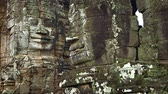 parede : The stone faces on the walls of an ancient temple. Bayon temple. Cambodia. UltraHD 2160p 4k video