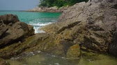 美女 : Movement of sea water between the rocks on a tropical beach. Thailand