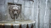 poroso : Small decorative fountain in the form of a lions head. Video UltraHD Vídeos