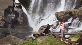 sesleri : Tourist near Mae Klang Waterfall. Chiang Mai. Thailand. Video 4k with natural sound