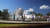 spletitý : CHIANG RAI. THAILAND - JAN 2018: Tourists near Wat Rong Khun. the White Temple