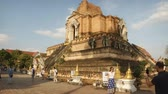 Чеди : CHIANG MAI. THAILAND JAN 2018: Ancient Temple Building with Stone Elephant Statues at Wat Chedi Luang. 1080p stock footage Стоковые видеозаписи