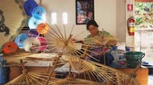 místní : CHIANG MAI. THAILAND JAN 2018: Local Woman Assembling Traditional Paper Umbrellas in Thailand Workshop. Video UltraHD 4k