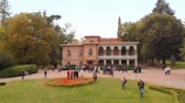 konak : TSINANDALI. GEORGIA - OCT 2018: Visitors Stroll in the Gardens at the Historic Chavchavadze Residence. 4k Ultra HD video