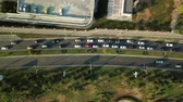 трафик : Aerial Drone Flight View of freeway busy city rush hour heavy traffic jam highway, .  Aerial view of the vehicular intersection,  traffic at peak hour with cars on the road and on the bridge.