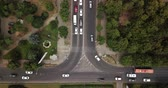 horas : Aerial Drone Flight View footage of freeway city traffic jam. Top down view from drone.