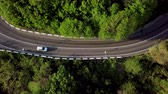 sarma : Top down view of winding mountain road with cars Stok Video