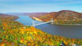 köprü : Aerial view of Hudson River and Bear Mountain Bridge in New York State in Autumn with colorful foliage.