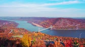 pontes : Aerial view of Hudson River and Bear Mountain Bridge in New York State in Autumn with colorful foliage.