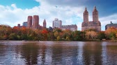 américa central : Timelapse view of New York City Central Park in Autumn with skyscrapers apartment and lake
