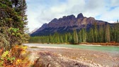氷河 : Tranquil scene at waterfront of Castle Mountain in Banff National Park, Canada.