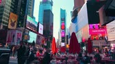 vezes : New York City - Sept 28, 2018: Times square timelapse with crowded traffic billboard and people. New York City is the most populous city in the United States.