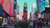 cartelera : New York City - Sept 28, 2018: Times square timelapse with crowded traffic billboard and people. New York City is the most populous city in the United States.