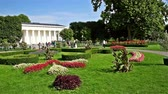 cantaria : VIENNA, AUSTRIA - AUGUST 06, 2015: In Volksgarten Park Peoples Garden stands the neoclassical Theseus Temple completed in 1821 that was designed to house Antonio Canovas Theseus sculpture. Vídeos