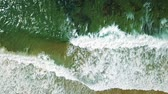 horizont nad vodou : Aerial Drone View Of Ocean Waves Crushing In Slow Motion Dostupné videozáznamy
