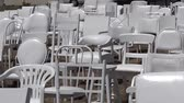 terremoto : 185 empty white chairs Sculpture. The artwork its a reflection of loss of lives, each chair represent one of the 185 lives lost in the 2011 Christchurch earthquake. Vídeos