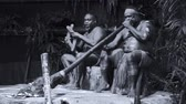 абориген : Yirrganydji Aboriginal men play Aboriginal music on didgeridoo and wooden instrument during Aboriginal culture show in Queensland, Australia.