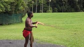 абориген : Yirrganydji Aboriginal warrior throw boomerang during cultural show in Queensland, Australia.