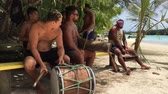 domorodý : Pacific Island men play music.Music in the Cook Islands is varied, with Christian songs being popular, but traditional dancing and songs in Polynesian languages remain popular.