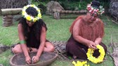 polinésia : Two Pacific Islander women works outdoor in a Maori village in the highlands of Rarotonga, Cook Islands.
