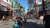 Traffic on Cavill Avenue a street and a pedestrian mall the heart of the Surfers Paradise shopping and entertainment district in Gold Coast, Queensland, Australia. Стоковые видеозаписи