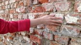 sentir : 4K Womans hand moving over old brick wall. Sliding along. Sensual touching. Hard stone surface. Stock Footage
