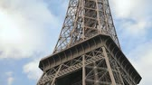 şehir merkezinde : Shooting the Eiffel Tower from the bottom up in Paris