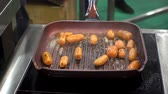 vařené : 4K view of carrots are fried in a pan. The carrot pieces upside down. Dostupné videozáznamy