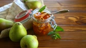 befőz : sweet fruit jam with apples and pears in a glass jar Stock mozgókép