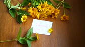 krizantem : bouquet of yellow big daisies on a wooden