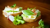 apoyarse : sandwich with cheese, salad leaves and red fish on a wooden