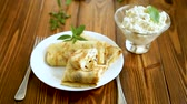 inclinar : sweet fried thin pancakes with cottage cheese inside