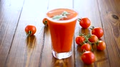 enlatamento : homemade tomato juice in a glass and fresh tomatoes