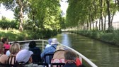 túmulo : CANAL DU MIDI, FRANCE - JUNE 30: Travelling by boat on the Canal du Midi from Toulouse.