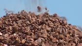 esmagado : Pile of gravel and crushed stone