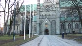 gotický : facade of the Nidaros cathedral in Trondheim, Norway.