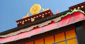 divórcio : closeup of The Jokhang Temple In Lhasa,Tibet,white clouds in blue sky. Stock Footage