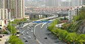 auto tamponneuse : 4k timelapse ville urbaine occupés embouteillages sur le pont, QingDao, rue china.highway & construction d'affaires, la pollution de l'air.