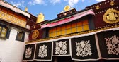 divórcio : 4k closeup of The Jokhang Temple In Lhasa,Tibet,white clouds in blue sky.