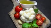 чеснок : Ingredients for caprese salad - Mozzarella, tomatoes, basil leaves, olive oil