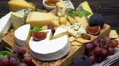 bazylia : Video of various types of cheese - parmesan, brie, roquefort
