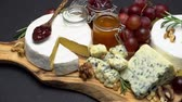 orzechy włoskie : Video of brie, roquefort cheese, jam and grapes Wideo